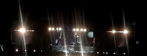 Metallica tocando Master em Sampa. Com essas luzes dá pra enxergar alguma coisa nos 2 telões laterais ??? Ou melhor: Que 2 telões laterais???
